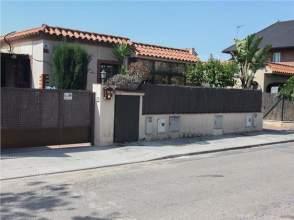 Casa adosada en venta en calle Josep Clarà