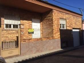 Casa adosada en venta en calle Miguel Hernandez, nº 18