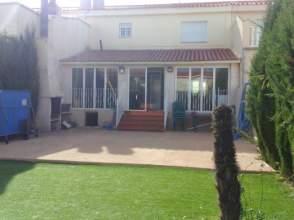 Casa adosada en venta en Urbanizacion los Olivos