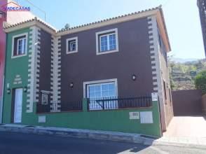 Casa adosada en venta en Barroso