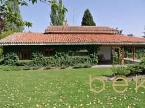 Casa adosada en venta en Urb. Valdelagua