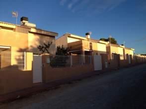 Chalet en venta en calle Xátiva,  7, La Pobla de Vallbona por 125.000 €