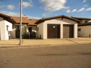 Casa adosada en venta en calle Fuen de Plata
