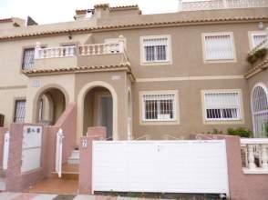Casa adosada en alquiler en calle Canarias