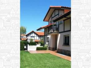 Casa adosada en venta en calle Kimpulene