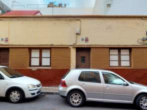 House in calle Albeniz, nº 11
