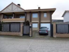 Casa pareada en calle Mirador de Guendulain, nº 1