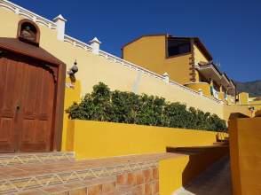 Casa adosada en calle Tegueste