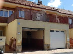 Casa pareada en calle Fuentes