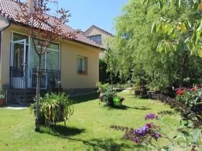 Casa en Avenida Las Acacias, nº 12