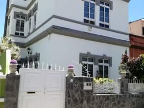 Casa adosada en calle de Poeta Viana
