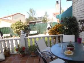 Casa pareada en calle Castañares
