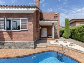 Casas y chalets en martorelles barcelona for Piscina martorelles