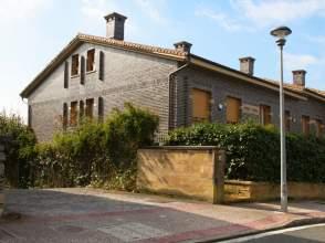 Casa adosada en calle Arturo Campion