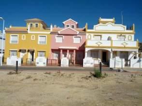 Casa adosada en calle Hispasat