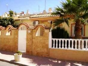 Casa adosada en calle Pluton, nº 7