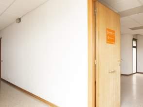 Locales y oficinas de alquiler en centre figueres for Oficina de turisme figueres