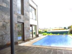 Casa en Exclusivo Chalet A Estrenar en Montrove, Oleiros