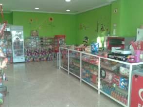 Local comercial en calle  los Pinos, nº 1