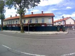 Chalet pareado en calle Cudon