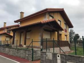 Chalet en calle Barrio Luaña