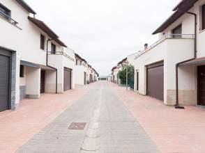 CHALETS ADOSADOS AVENIDA LA RIOJA Y CALLE CERVANTES
