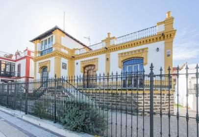 Casa a Avenida de Guzmán El Bueno