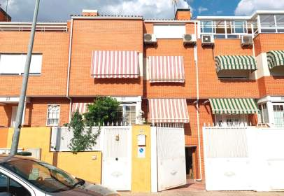 Casa adossada a Montserrat