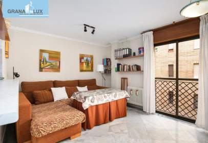 Apartamento en calle Maestro Leucona