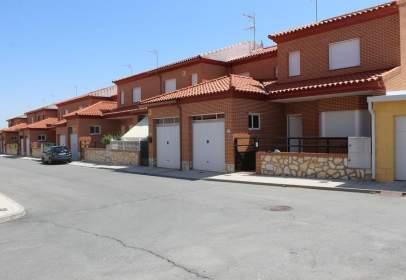 Casa adossada a calle Miguel Delives
