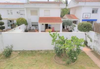 Casa adosada en El Torreón-El Pilar-Los Ángeles-Nuevo Parque