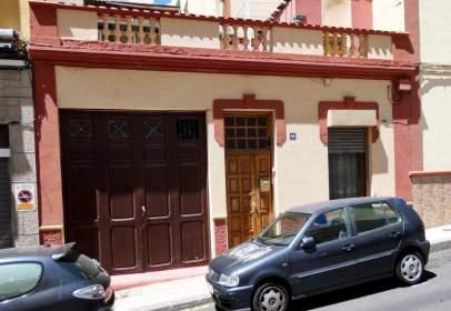Xalet a calle Calvo Sotelo, prop de Calle de Fernando Primo de Rivera