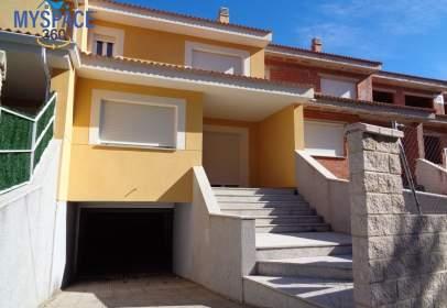 Casa adosada en Navalperal de Pinares