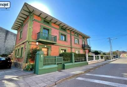 Casa aparellada a calle de Jaime Alberti, 6