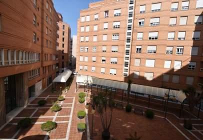 Pis a calle Jardín de Medina