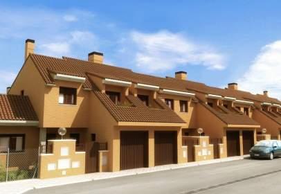 Casa adosada en calle Sierra De Los Ancares