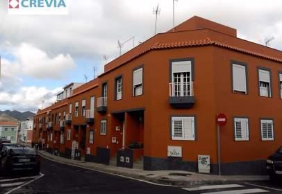 Casa adossada a calle Siempreviva