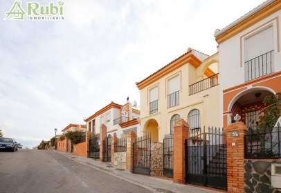 Casa adosada en calle de los Califas