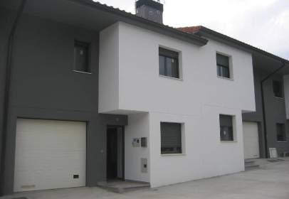 Terraced house in Lumbier