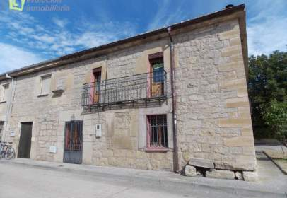 Casa adosada en calle de San Roque, 16