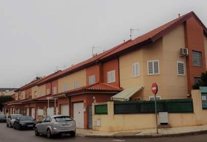 Casa adossada a calle Orquídeas