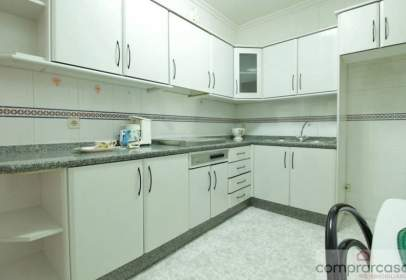 Flat in calle Canalejas, nº 32