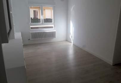 Apartamento en calle de Jerónimo Borao, nº 4