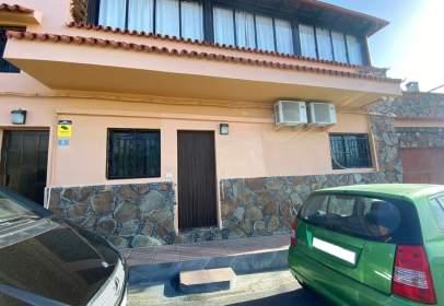 Apartamento en calle Angel Guerra