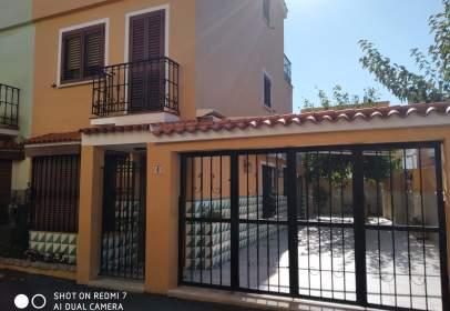 Casa adosada en Avinguda de València, cerca de Carrer de Málaga
