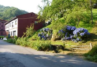 Casa adossada a calle Traba, nº 2