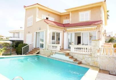 Single-family house in Carrer de Saturn, 31