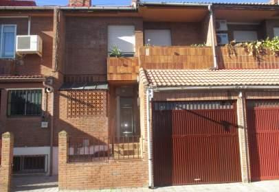 Casa adossada a calle de Zurbarán