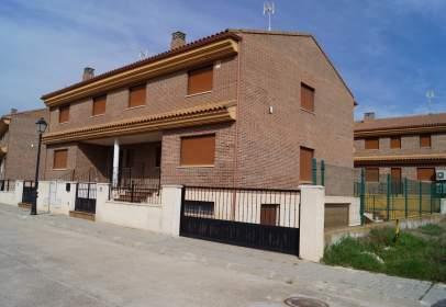 Casa pareada en Avenida Valdelalobera
