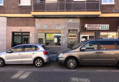 Local comercial en calle de Gonzalo de Céspedes, nº 6